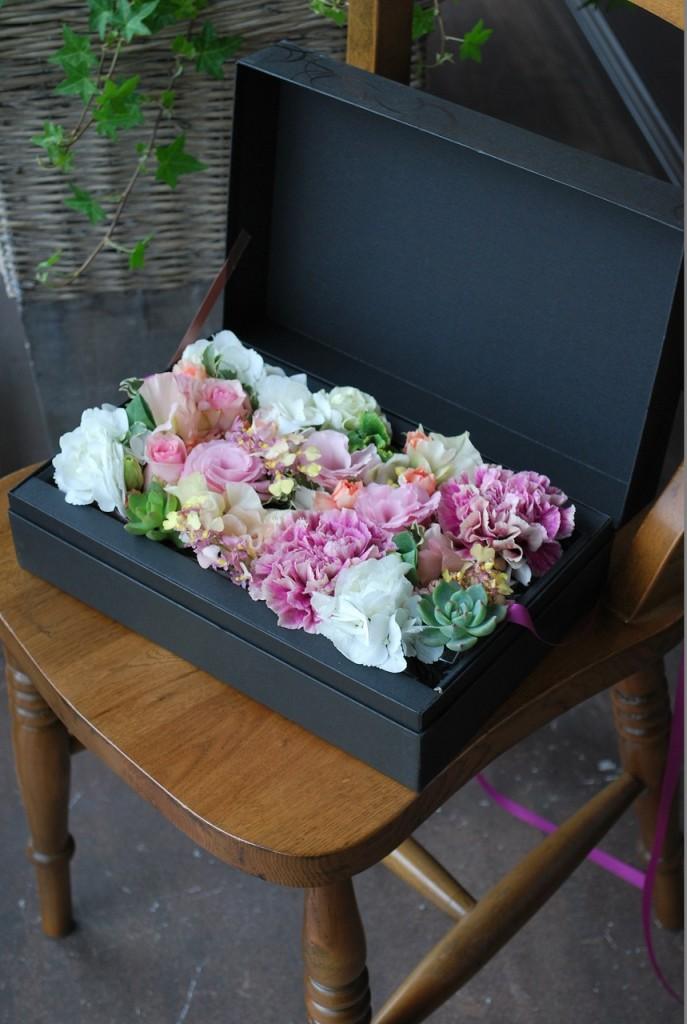フラボックス エノルメ【素敵におまかせ】ご用途に合った最良の花をチョイスしてお作り致します。花、色合いはおまかせになります。
