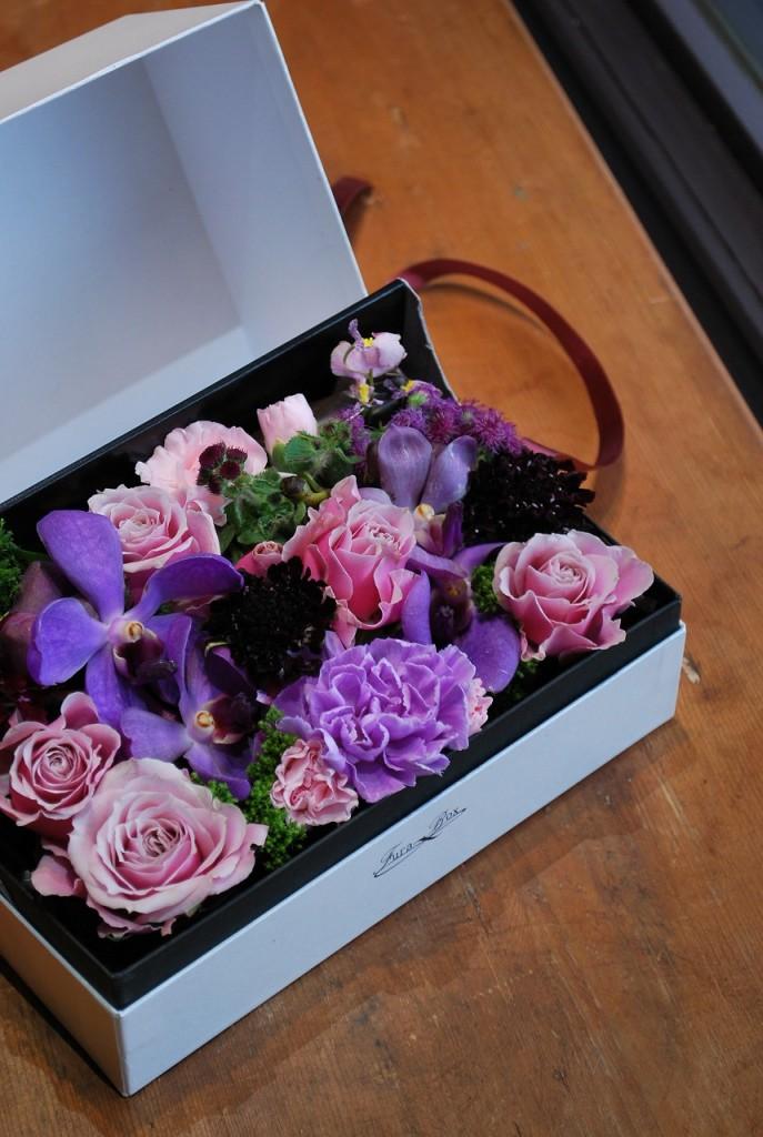 フラボックス ミディアム【素敵におまかせ】ご用途に合った最良の花をチョイスしてお作り致します。花、色合いはおまかせになります。
