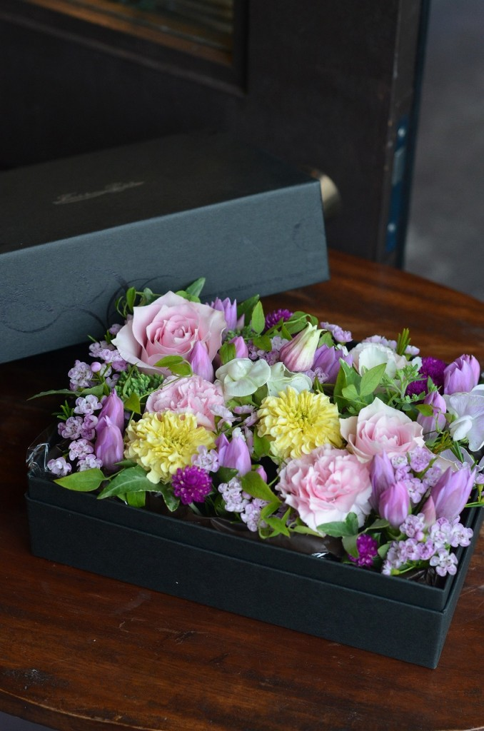 フラボックス ラージ【素敵におまかせ】ご用途に合った最良の花をチョイスしてお作り致します。花、色合いはおまかせになります。