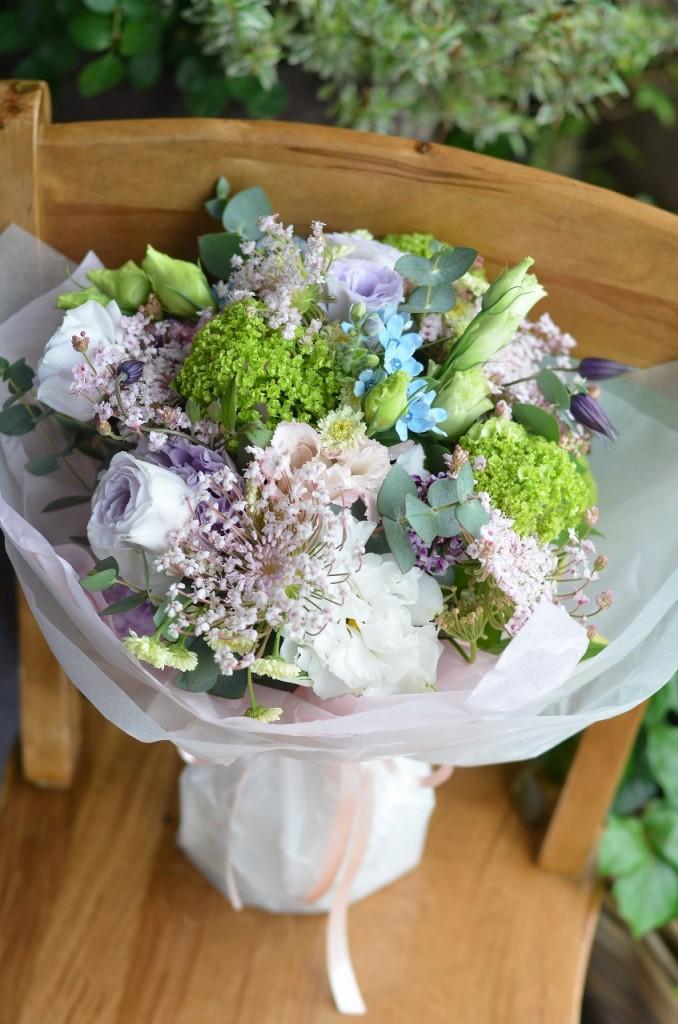 ラウンドブーケ【素敵におまかせ】 ご用途に合った最良の花をチョイスしてお作り致します。花、色合いはおまかせになります。